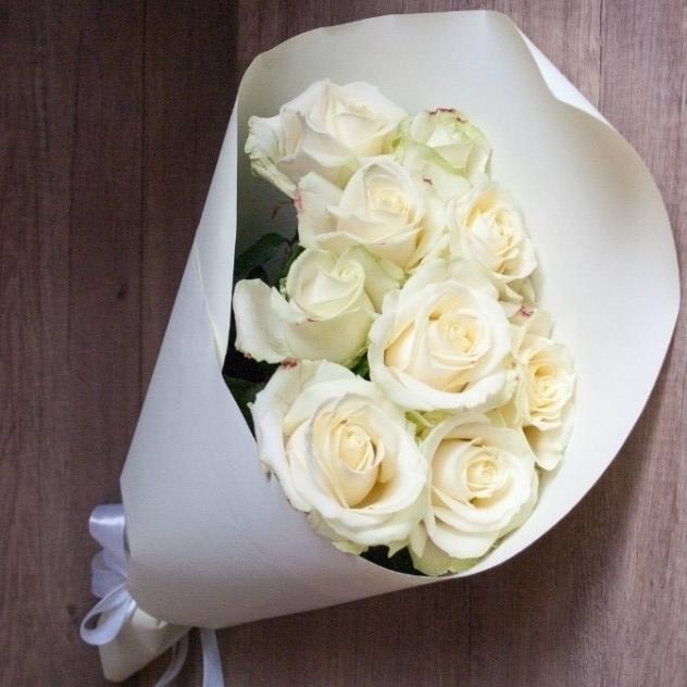 """Букет """"Белые розы в крафте"""""""